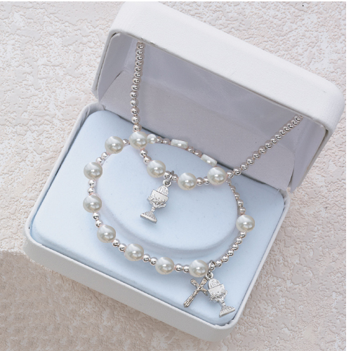 White Pearl Pend And Bracelet Set